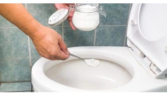 Za par minuta očistite wc školjku, a mirisat će danima, treba vam samo par sastojaka